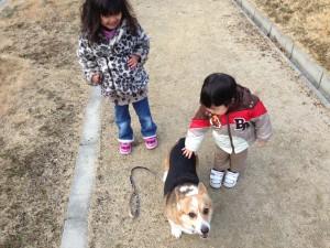 子供と犬と