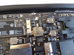 MacBookAir水没の爪痕1