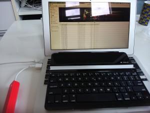 MacBookAirの電源が入った(笑)